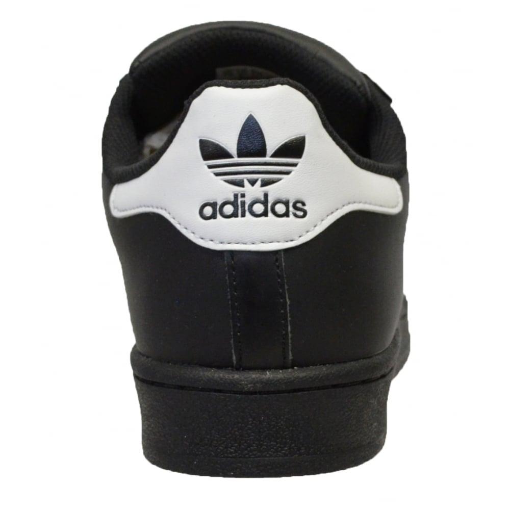 Adidas Hombre Superestrella En Blanco Y Negro Formadores De Cimentación 5mrRF4X