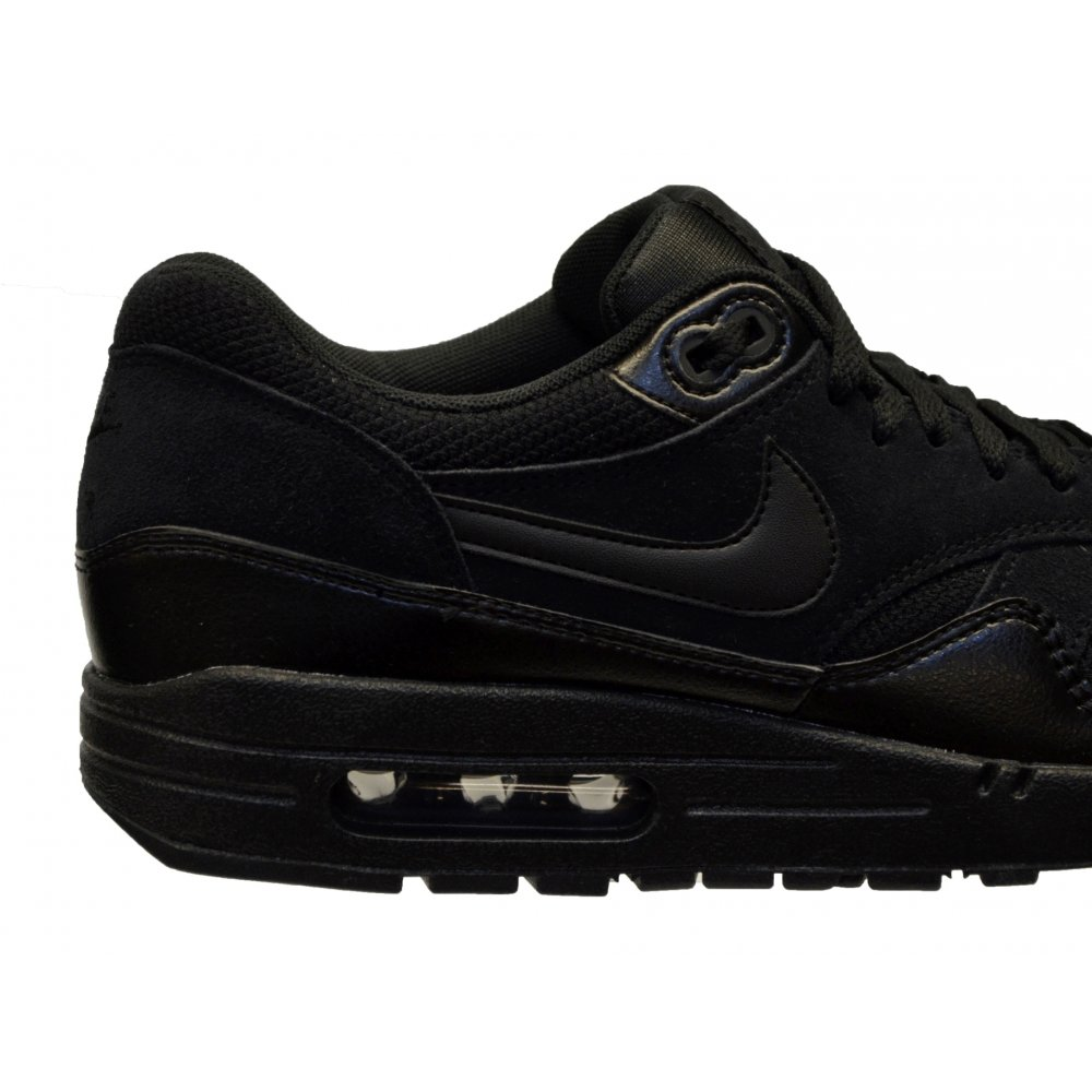 mens black nike trainers
